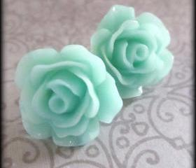 Mint rose post earrings.Gift box included.