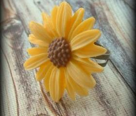Yellow daisy ring.Sunflower.Daisy.Flower ring.Flower jewelry.Yellow.